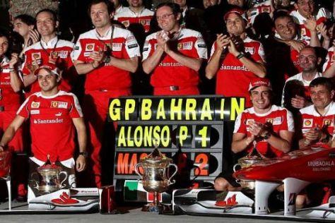 Jubel bei Ferrari: Doppelsieg im ersten Rennen, das gab es zuletzt 2004!