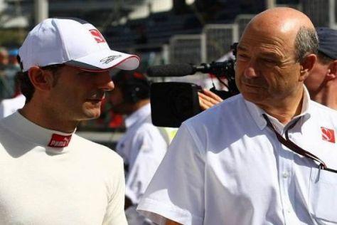 Teamchef Peter Sauber mit seinem Fahrer Pedro de la Rosa in Bahrain
