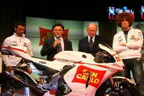 Marco Melandri (l.) kommt mit der neuen Honda RC212V noch nicht zurecht