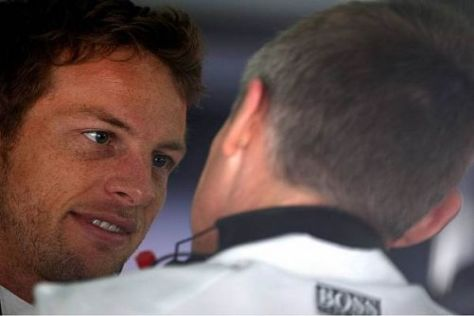 Sieger Jenson Button im Gespräch mit Teamchef Martin Whitmarsh