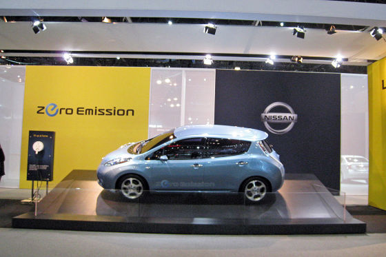 new york auto show 2010 nissan leaf gegen chevy volt. Black Bedroom Furniture Sets. Home Design Ideas