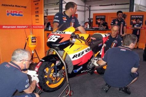 An Dani Pedrosas Honda RC212V muss noch viel gearbeitet werden
