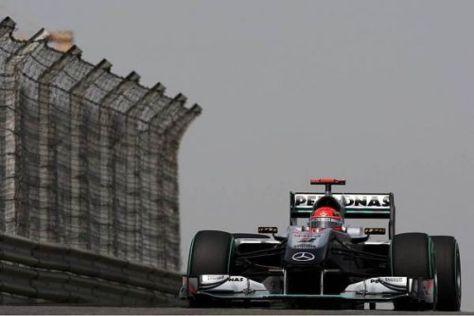 Dieses Gespann soll schon bald siegen: Michael Schumacher und der W01