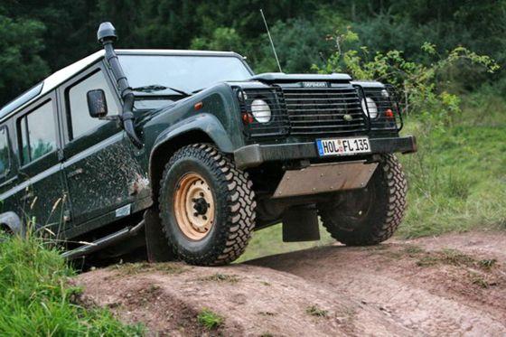 Land Rover Defender im Gelände