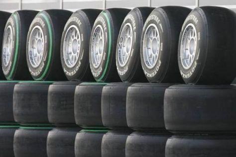 Noch steht nicht fest, auf welchen Reifen die Formel 1 ab 2011 unterwegs sein wird
