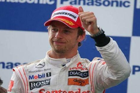 Daumen hoch: Jenson Button staubte in diesem Jahr bereits zwei Rennsiege ab