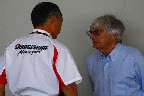 Bernie Ecclestone (r.) will das Reifenthema endlich vom Tisch haben