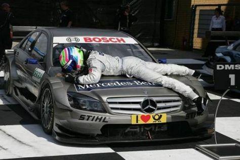Zum ersten Mal seit drei Jahren durfte Bruno Spengler sein Auto knutschen