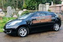 Im Nissan Leaf auf die letzte Reise