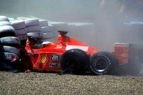 11. Juli 1999: Michael Schumacher kracht mit dem Ferrari in die Barrieren