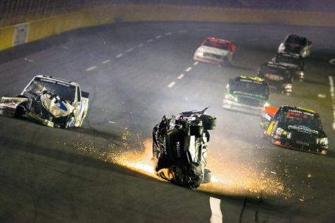 NASCAR Unfall Charlotte 2009 Mike Skinner