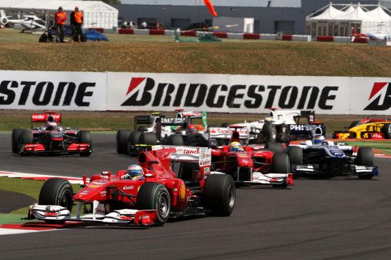 Felipe Massa und Fernando Alonso beim Start