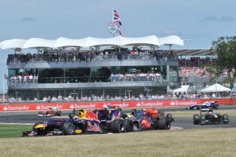 Red Bull-Pilot Sebastian Vettel im Duell mit Lewis Hamilton