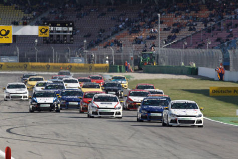 Start eines Scirocco R Cup Rennens