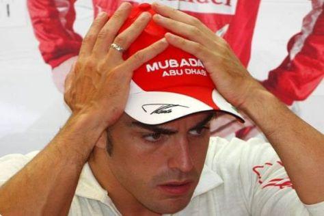 Fernando Alonso schlägt die Hädne über dem Kopf zusammen: Enorm viel Pech