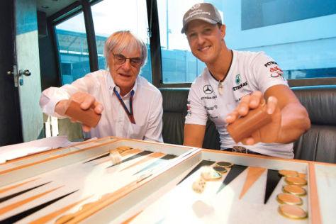 Bernie Ecclestone und Michael Schumacher bei einer Partie Bachgammon