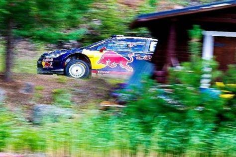 Kimi Räikkönen beim Flug durch die finnischen Wälder