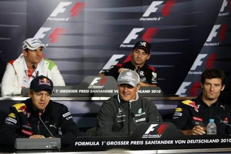 Pressekonferenz: Michael Schumacher als Puffer zwischen den Red-Bull-Piloten