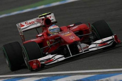 Fernando Alonso schob sich am Nachmittag an die Spitze des Feldes