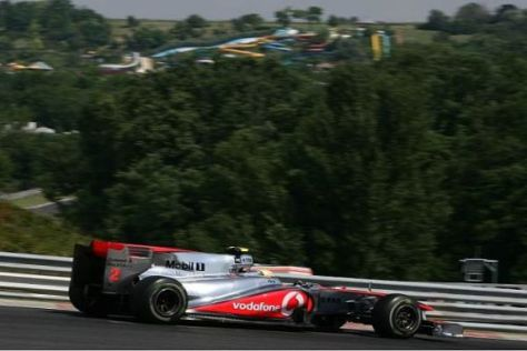 Lewis Hamilton fährt auf dem Hungaroring bisher Red Bull und Ferrari hinterher