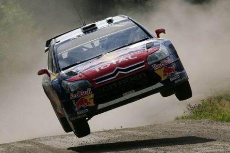 Der junge Franzose Sébastien Ogier lies seinen Citroën in Finnland fliegen