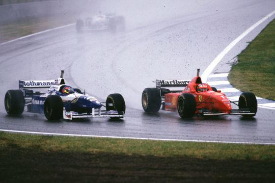 1997 kämpfte Jacques Villeneuve gegen die Attacke von Michael Schumacher.