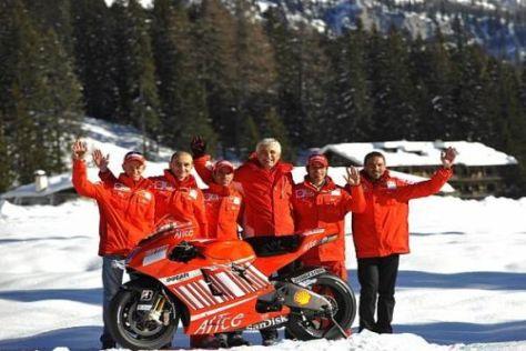 Gabriele Del Torchio (m.) heißt Valentino Rossi schon einmal Willkommen