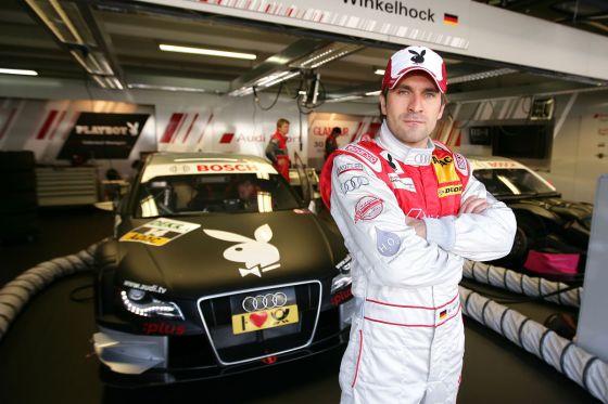Markus Winkelhock steht vor seinem A4 DTM