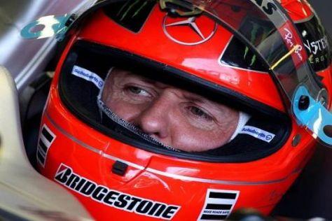 Michael Schumacher hat sich einen Tag nach dem strittigen Manöver entschuldigt