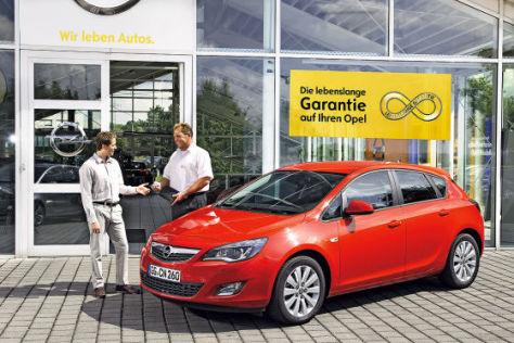 Verkaufsgespräch bei Opel