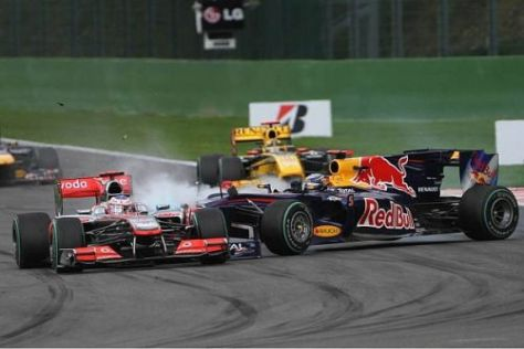 Sebastian Vettel kracht in Jenson Button: Von der Bodenwelle überrascht