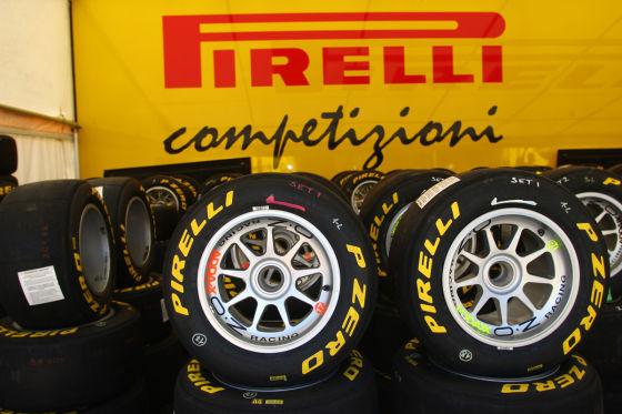 Pirelli Reifen liegen vor Pirelli Truck