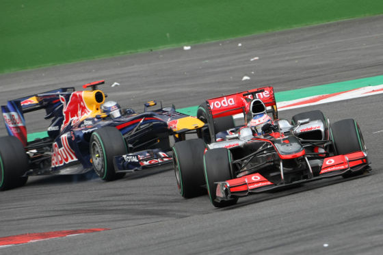 Lewis Hamilton vor Mark Webber in Spa 2010