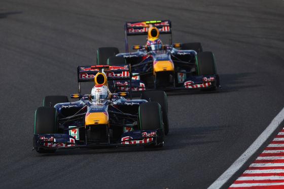 Vettel vor Teamkollege Webber