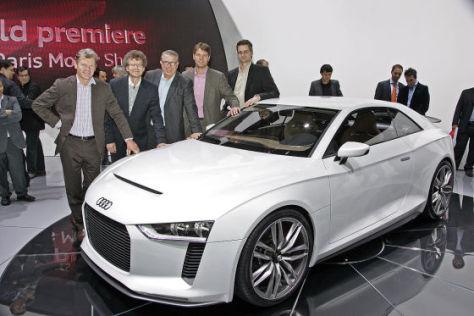 Der Audi quattro concept mit den AUTO BILD-Redakteuren Thomas Hirschberger, Bernd Wieland, Joachim R. Walther, Joachim Staat, Gerald Czajka
