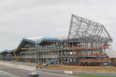 Bauarbeiten in Silverstone: Ab 2011 ist die Formel 1 in diesem Gebäude zuhause