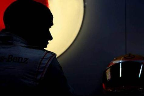 Voll konzentriert: Lewis Hamilton macht sich bereit für das Training