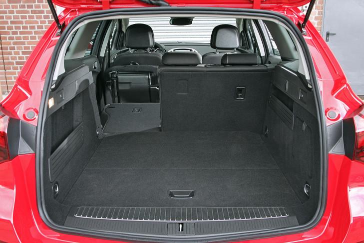 Vergleich: Opel Astra Sports Tourer vs VW Golf Variant ...
