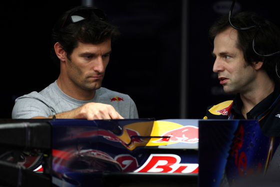 Mark Webber mit Renningenieur