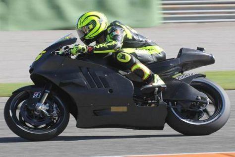 """Der """"Doktor"""" auf dem komplett in Schwarz gehaltenen Ducati-Motorrad für 2011"""