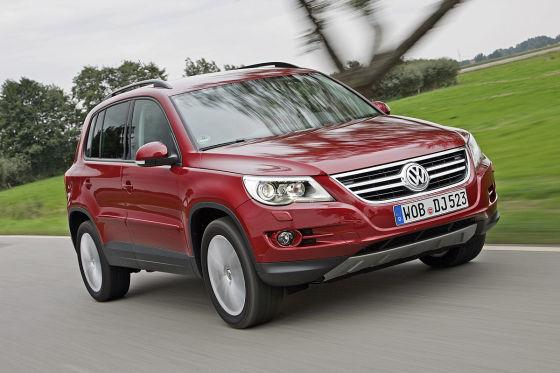 Mit 32.297 Einheiten von Januar bis Oktober 2010 rangiert  der VW Tiguan auf Platz eins der SUV-Hitliste. Der Opel Antara hinkt mit 1021 Exemplaren hinterher.