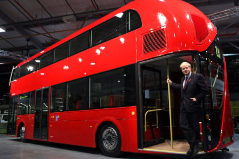 Boris Johnson mit dem neuen London-Bus