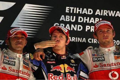 Von den McLaren-Piloten flankiert feierte Sebastian Vettel auf dem Podium