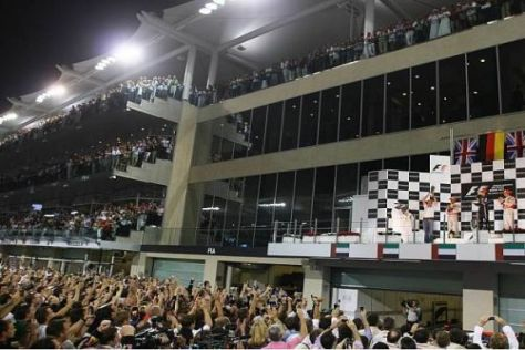Feierstunde in Abu Dhabi: Red Bull feiert den neuen Formel-1-Weltmeister 2010...