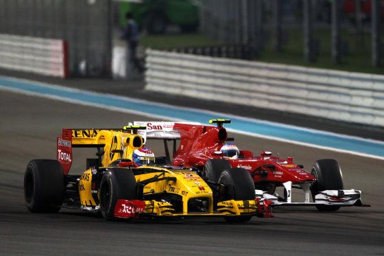 Vitaly Petrov vor Fernando Alonso