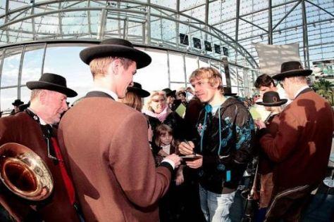 Sebastian Vettel erlebte in Salzburg einen tosenden und zünftigen Empfang