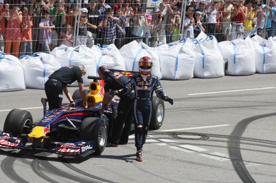 Sebastian Vettel bei Demorunden mit dem Red Bull-F1-Renner
