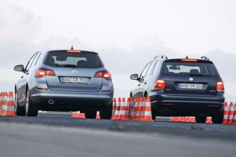 VW Golf Variant Opel Astra Sports Tourer