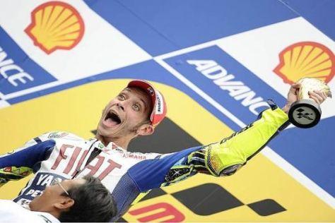 Valentino Rossi möchte schon bald wieder Pokal in die Höhe stemmen können