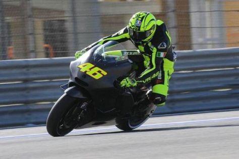 Valentino Rossi fährt erstmals seit 1999 (Aprilia) auf einem italienischen Motorrad